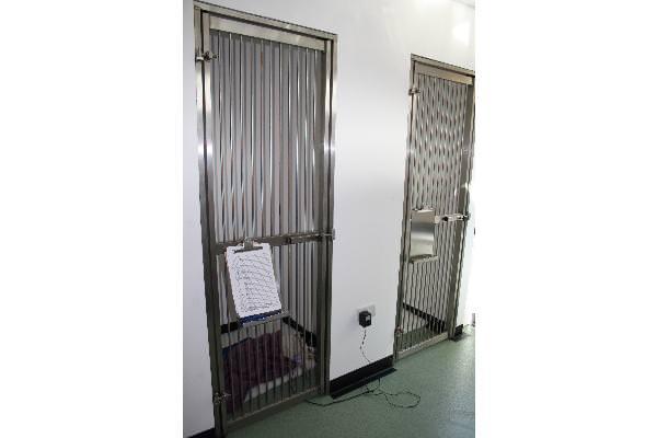 2 x walk-in kennels