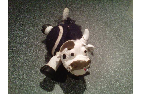 Moo-less cow by Tatty